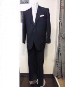 P1000206-0イタリーピアツェンツァ2釦スーツ