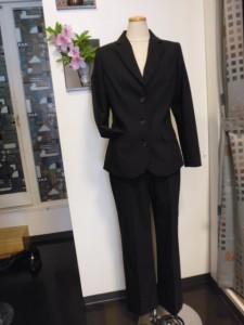 レディース3釦パンツスーツ
