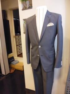 ダンヒルグレーストライプ柄スーツ