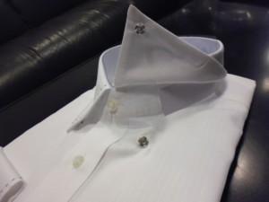 白地 織り柄シャツ