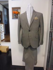 薄グレー2釦タイトスーツ