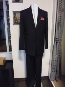 黒シャドー織り柄スーツ