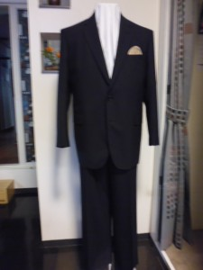 黒シャドーストライプ柄スーツ