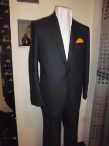 ブラック織り柄スーツ