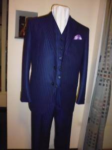 ネイビーにブルーストライプ柄スーツ