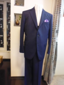 段返り3釦スーツ