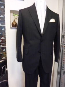 ラナモード黒シャドーヘリンボン柄スーツ
